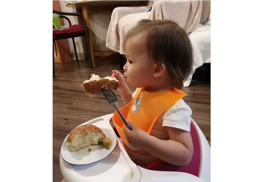 See the fork-mistress dine!